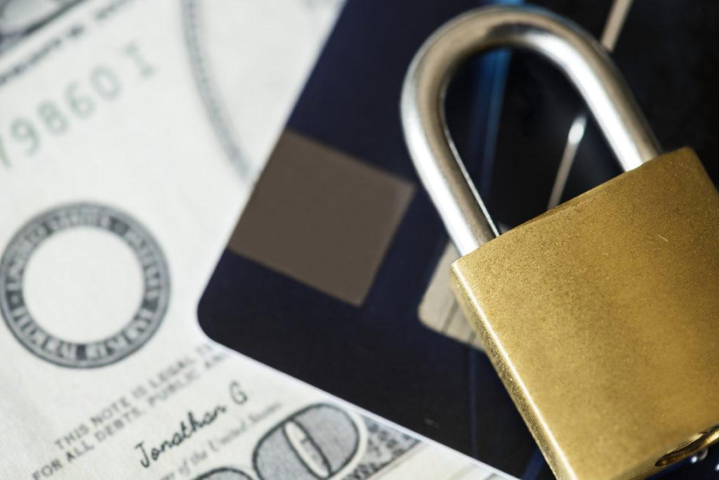 クレカと現金の安全性